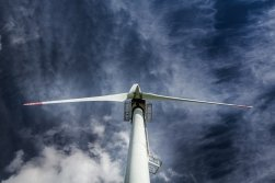 Elektřina nebo technologický mix? Hledání optimální strategie k dosažení nízkouhlíkové energetiky v Německu.