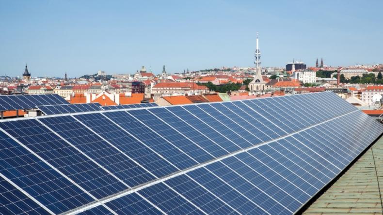 Státu se z provozu solárních elektráren vrací zpět polovina: více než 14 miliard korun ročně. Podpora je podstatně nižší, než uvádí vláda