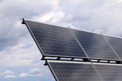 Senát otevřel Česko rozvoji moderní energetiky: vrátil do hry solární aukce